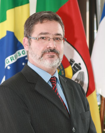 Prof Me Carlos Cândido da Silva Cyrne