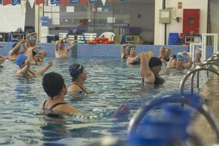 Exercícios em grupo ajudam a manter-se fiel à rotina de atividades