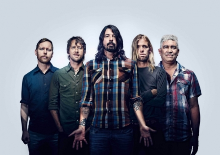 "Foo Fighters toca a inédita ""Dirty Water"" na França"