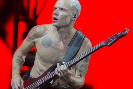 Flea irá lançar biografia com passagens turbulentas do Red Hot Chili Pepper