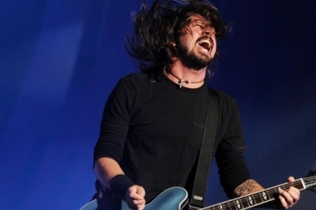 Foo Fighters remexe no baú de raridades, lança EP e vídeos de show de 2008