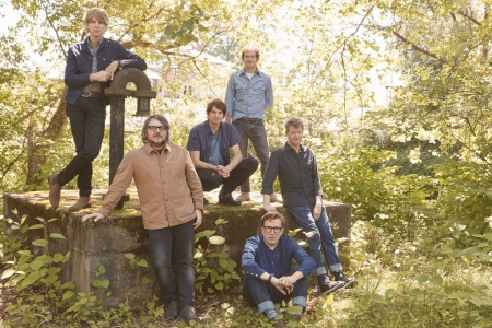 "Wilco anuncia novo álbum e libera a inédita ""Love Is Everywhere (Beware)"""